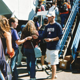 First year students heading into War Memorial Gym for Imagine UBC on September 3, 2002